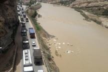 جاده پلدختر – خرم آباد به علت تصادف 4 خودرو  مسدود شد