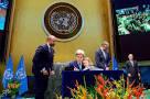 جان کری و نوه اش در سازمان ملل+عکس