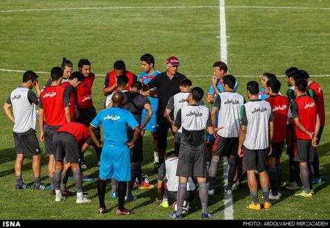 سرمربی ترکمنستان: رویارویی با ایران تجربه بزرگی است