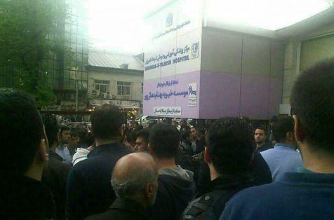 جی پلاس: ازدحام مردم مقابل بیمارستان+ اشک های جواد کاظمیان