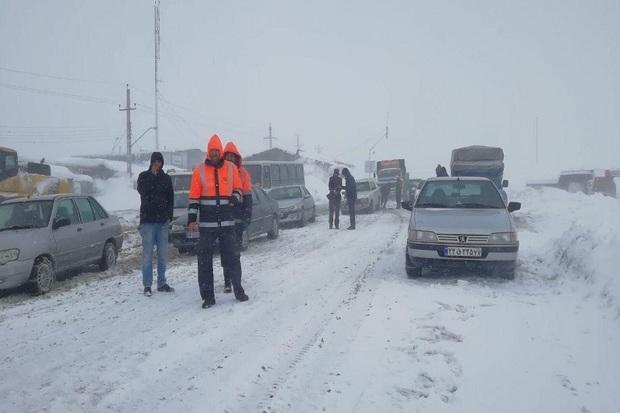 50 خودرو گرفتار در گردنه زمزیران مهاباد از کولاک نجات یافتند
