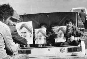 امام خمینی: با فشار مردم حکومت را مستقر کنیم