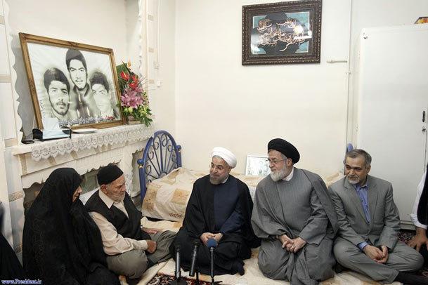 رییس جمهوری: امام(س) با نفس گرم خویش همه مردم را در مسیر فداکاری و ایثار قرار دادند