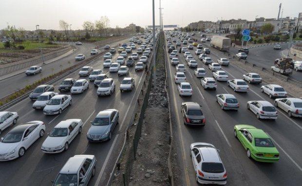 جاده های قم دارای ترافیک نیمه سنگین و روان است