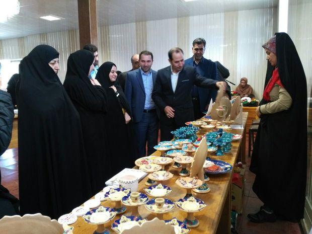 نمایشگاه آثار هنری و صنایع دستی بانوان سراب گشایش یافت