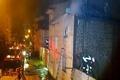 آتشسوزی در خیابان مدرس رشت  ریزش آوار و حادثه برای یکی از آتشنشانان