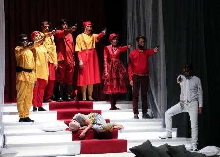 نمایش 'تتراکرومات' در اصفهان به روی صحنه رفت