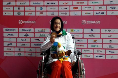 مدال طلا بر گردن  آرزو رحیمی