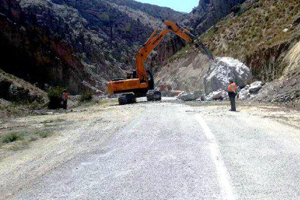 جاده خرم آباد - پلدختر مسدود شد