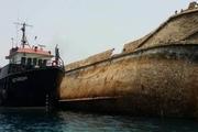 لاشه کشتی مغروق از کانال بندر بوشهر خارج شد