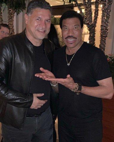 علی دایی در کنار بازیگر معروف آمریکایی/ عکس