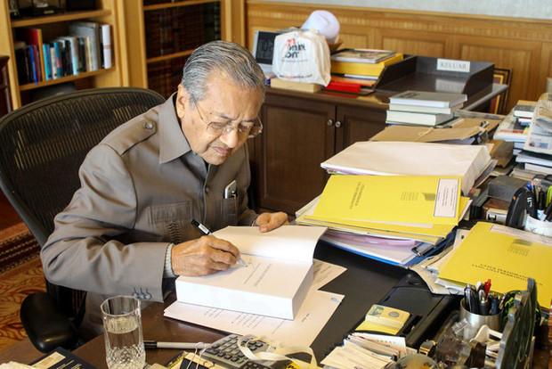 اعلام آمادگی ماهاتیر محمد ۹۱ ساله برای بازگشت به قدرت