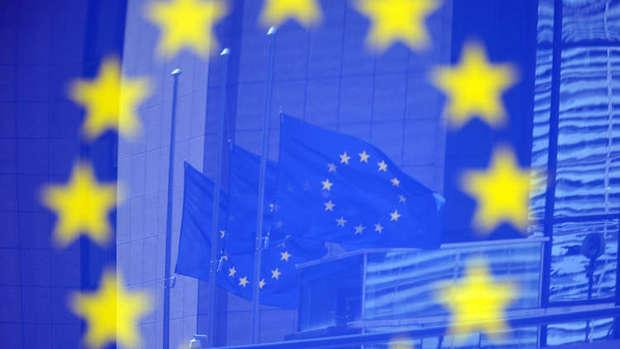 اروپا در معامله های نفتی خود با ایران یورو را جایگزین دلار می کند