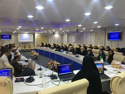 دوره آموزش شیوه زندگی سالم دوران سالمندی در خرم آباد برگزار شد