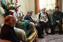 نماینده مقام معظم رهبری از مصیبت دیدگان سیل شیراز دلجویی کرد
