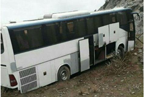 برخورد اتوبوس با کوه در آزاد راه قزوین - رشت