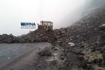 ریزش کوه 10 بار جاده های کردستان را مسدود کرد  تمامی محورهای استان باز است