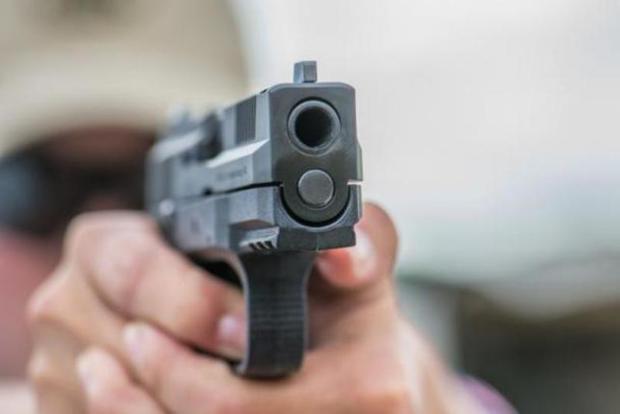 شلیک پلیس، سارق حرفه ای را راهی بیمارستان کرد