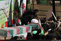 خاکسپاری پیکر دو شهید گمنام ۸ سال دفاع مقدس در پارک ملت رشت