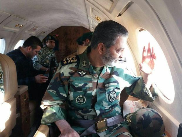فرمانده کل ارتش از مناطق سیل زده خوزستان بازدید کرد