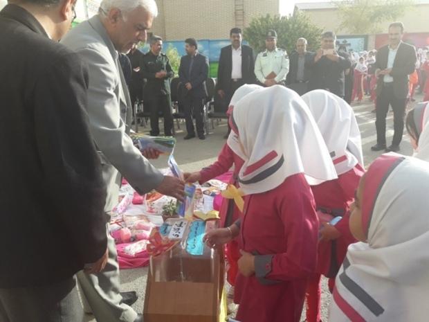 مشارکت دانش آموزان گناوه ای درجشن نیکوکاری