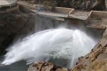 رهاسازی آب سد ساروق تکاب به سمت دریاچه ارومیه آغاز شد