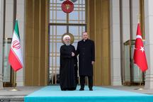 ابراز نگرانی روحانی و اردوغان از اثرات و آسیب های تحریم های یکجانبه آمریکا بر زندگی مردم، همکاری و رفاه و ثبات منطقه/ حمایت از هرگونه اقدام لازم برای تحقق هدفگذاری تجارت 30 میلیارد دلاری میان تهران – آنکارا