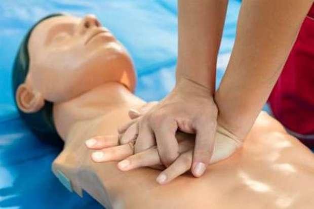 آموزش ماساژ قلبی برای احیاء قلب باید عمومی شود