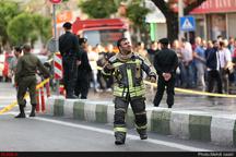 حریق در منزل مسکونی در خیابان دانشگاه حادثه آفرید  نجات زن ۴۰ ساله از میان دود و آتش