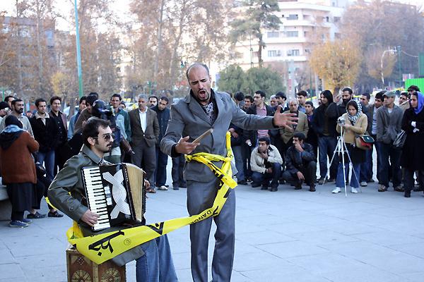 میزبانی از مسافران نوروزی  یزد  با اجرای 400 نمایش خیابانی