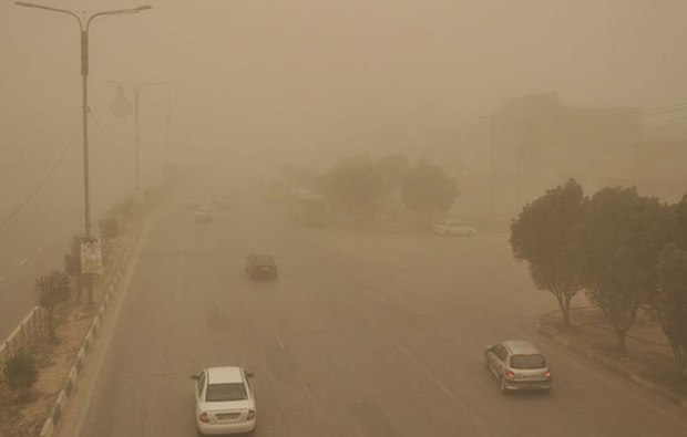 گرد و غبار آسمان قزوین را فرا گرفت