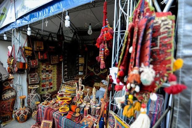 هنرمندان صنایع دستی آستارا 200 میلیون ریال درآمد کسب کردند