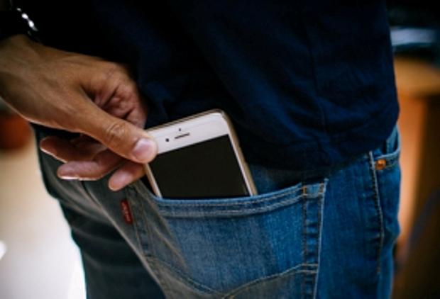 سارق حرفه ای گوشی تلفن همراه در گنبدکاووس به دام پلیس افتاد