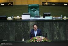 موضوع رفع حصر و محدودیت ها،  انحصاری کردن پیام رسان ها، قیمت لجام گسیخته ارز و ناهنجاریهای ساختاری اقتصاد ایران از ابر چالش های کشور هستند