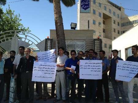 شماری از اعضای مسکن مهر شیروان خواستار تحویل واحدهای مسکونی خود شدند