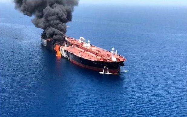 رد ادعای حمله با اژدر به نفتکش ژاپنی/ دو «شی پرنده» به نفتکش صدمه زدند