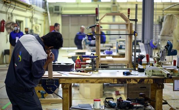آموزش فنی حرفه ای راهکاری برای کاهش آسیب های اجتماعی است