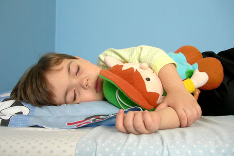 چرا کودکان در خواب خُرخُر میکنند؟