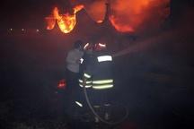 آتشسوزی گسترده در انبار چوب شهرستان نهاوند  خسارت سنگین حادثه