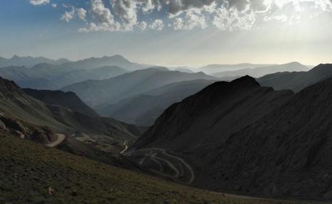 آب شرب شاهرود نابود می شود! / دزدی روزانه 120 کامیون سنگ بوکسیت از کوه شاهوار/ درویش: مردم! از کوه تان محافظت کنید / هیچ کجای دنیا بر سر کوهستانشان معامله نمی کنند