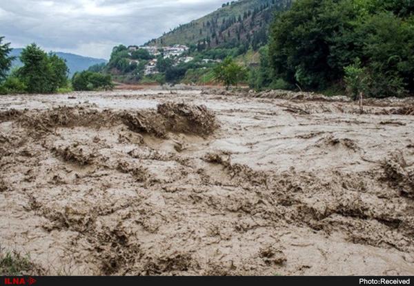 بارش بیش از 100 میلیمتر باران در استان  6 روستا در محاصره سیل  قطع ارتباط مخابراتی استان