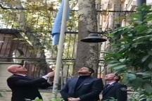 پرچم سازمان ملل به احترام قربانیان حادثه زلزله اخیر به حالت نیمه افراشته درآمد
