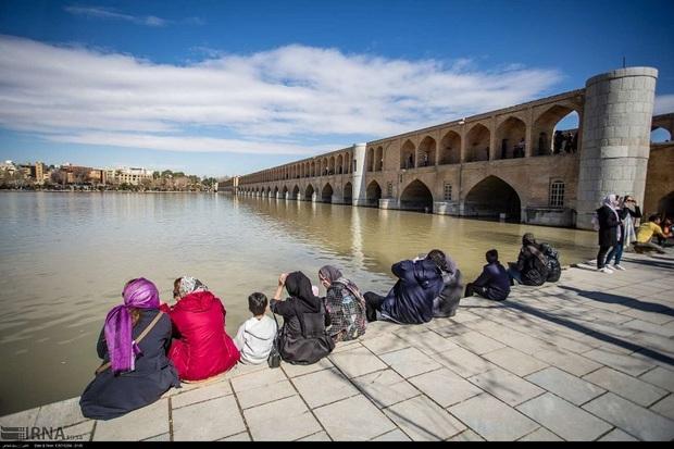 جاری بودن آب زاینده رود در توسعه گردشگری  تاثیرگذار است