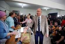 عکس/ رقیب اردوغان پای صندوق رای