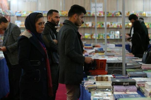 نمایشگاه کتاب در مهریز افتتاح شد