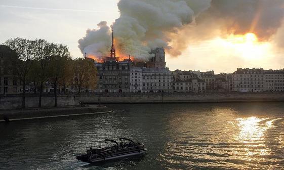 کلیسای مشهور«نوتردام» پاریس در آتش سوخت+تصاویر
