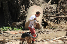پنج خانواده آسیب دیده از سیلاب روستای کاکرود اسکان موقت شدند