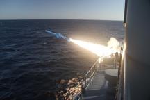 ٣ فروند موشک کروز از روی شناور و پرتابگرها ساحلی شلیک شد