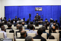 دیدار جمعی از  کارکنان حرم و موسسه تنظیم و نشر آثار امام خمینی(س) با سید حسن خمینی