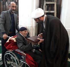 پدر شهیدان اکبری در آمل به فرزندان شهیدش پیوست